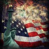 Standbeeld van Vrijheid & Vuurwerk Stock Afbeelding
