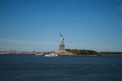 Standbeeld van Vrijheid zoals die van Staten Island Ferry wordt gezien stock afbeeldingen