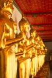 Standbeeld in Wat Po Stock Fotografie