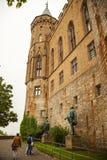 Standbeelden bij Hohenzollern-Kasteel Burg Hohenzollern Stock Foto's