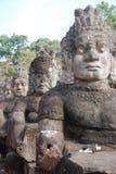 Standbeelden bij ingang aan Angkor royalty-vrije stock foto