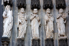 Standbeelden bij Keulen kathedraal stock foto