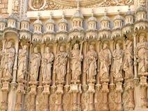 Standbeelden bij Santa Maria de Montserrat-basiliek Stock Foto's