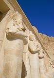 Standbeelden bij Tempel Hatshepsut Stock Fotografie