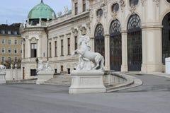 Standbeelden in de Belvederegarten-tuin Wenen Royalty-vrije Stock Foto's