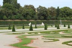 Standbeelden in de Belvederegarten-tuin Wenen Royalty-vrije Stock Foto