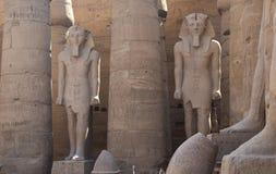 Standbeelden in de Tempel van Luxor Stock Foto