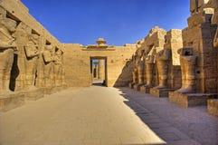 Standbeelden in de tempel van Ramses III Stock Foto