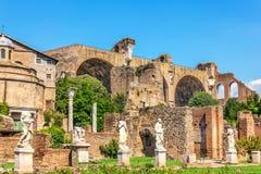Standbeelden dichtbij het Huis van Vestals, Roman Forum royalty-vrije stock foto's
