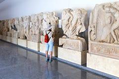Standbeelden en hulp in het Aphrodisias-Museum, Ayd? n, Egeïsch Gebied, Turkije - Juli 9, 2016 royalty-vrije stock foto