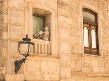 Standbeelden op balkon Royalty-vrije Stock Foto