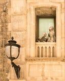 Standbeelden op balkon Stock Afbeeldingen