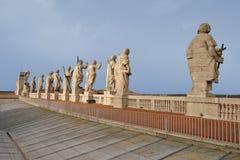 Standbeelden op St. Peters basiliek Royalty-vrije Stock Foto
