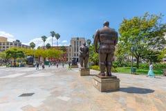 Standbeelden van Adam en Vooravond in het beeldhouwwerkvierkant in Medellin Colo royalty-vrije stock foto's