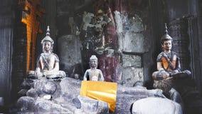 Standbeelden van Boedha in een tempel in Angkor Wat Stock Afbeelding