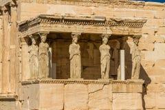 Standbeelden van de portiek van kariatiden op de Akropolis stock afbeeldingen