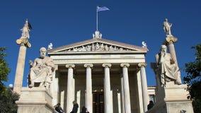 Standbeelden van Grieks filosofensocrates & Plato stock video