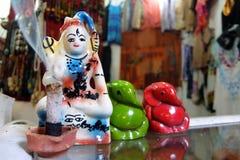 Standbeelden van Lord Shiva en Ganesh op de straatmarkt in Rishikesh royalty-vrije stock foto