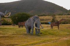 Standbeelden van Mammoeten Voorhistorische dierlijke modellen, beeldhouwwerken in de vallei van het nationale Park in Baconao, Cu stock fotografie