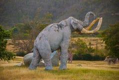 Standbeelden van Mammoeten Voorhistorische dierlijke modellen, beeldhouwwerken in de vallei van het nationale Park in Baconao, Cu royalty-vrije stock afbeeldingen