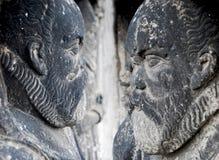 Standbeelden van menselijke die cijfers van steen worden gemaakt royalty-vrije stock afbeelding