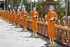 Standbeelden van monniken in Kambodja royalty-vrije stock afbeelding