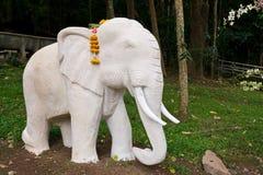 Standbeelden van olifanten Stock Foto's