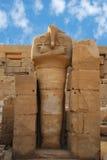 Standbeelden van Ramses II als Osiris in Tempel Karnak, Stock Fotografie