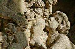 Standbeeldgezicht in een fontein stock afbeeldingen