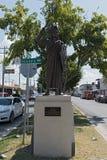 Standbild des aztekischen Kaisers Cuauhtemoc an einer Straße in Chetumal, Quintana Roo, Mexiko lizenzfreie stockfotografie