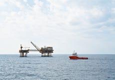 Standby-fartyg som ut bär arbetsuppgiften Fotografering för Bildbyråer