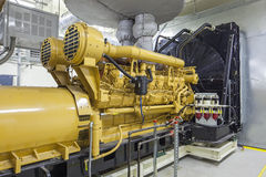 Standby-generator som inomhus installeras Arkivfoto