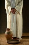 Standind de Jesus com suas mãos cruzadas Foto de Stock