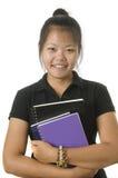 Standingwith asiático del estudiante sus libros fotografía de archivo libre de regalías