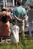 Stando dietro la grande persona - Jugendfest Brugg Impressionen immagine stock