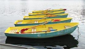 Stando in una barca di fila Fotografia Stock
