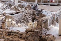 Standort-Museumsaushöhlung Akrotiri archäologische nahe Insel Fira Santorini Lizenzfreies Stockfoto