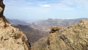 Standpunkt auf den Felsenbergen lizenzfreie stockbilder