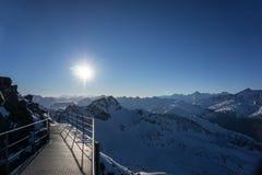 Standpunkt auf die Alpen Stockbild