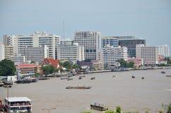Standpunkt Chao Phraya River von Prang von Wat Arun-ratchawararam Stockfotografie