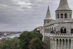 Standpunkt von einem der Türme der Bastion der Fischer in Budapest, Ungarn stockfotos