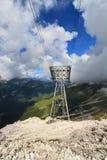 Standseilbahn in den Dolomit lizenzfreie stockfotos