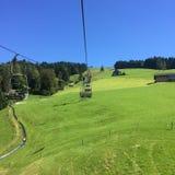 Standseilbahn-Gebirgssommer die Schweiz Stockfoto