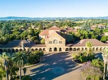 Stanford Memorial Church på den huvudsakliga kvadraten av universitetet Royaltyfri Foto