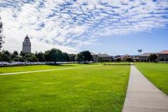 Stanford Oval delante del patio principal Imágenes de archivo libres de regalías