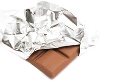 Stange der Milchschokolade in einer Folie Stockfotografie