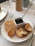 Stangenbrot mit Kaviar-Verbreitung Lizenzfreie Stockfotografie