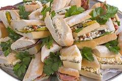 Stangenbrot-Sandwich-Mehrlagenplatte Stockfoto