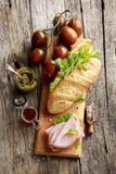 Stangenbrot, Schinken und Gemüse stockbilder