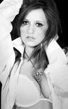 stanika brunetki seksowna koszulowa biała kobieta Obraz Royalty Free